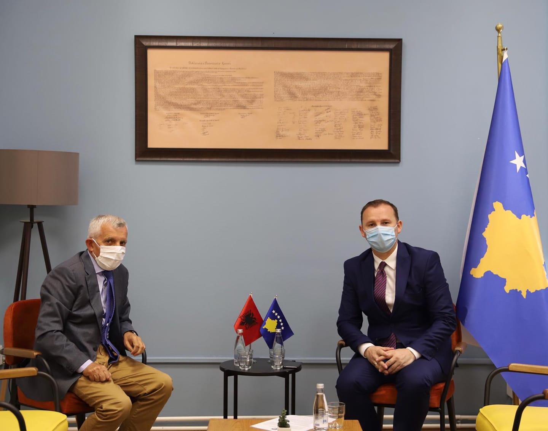 Ministri i Shëndetësisë në Kosovë: Qytetarëve të Shqipërisë nuk do t'u kërkohet testi i COVID-19