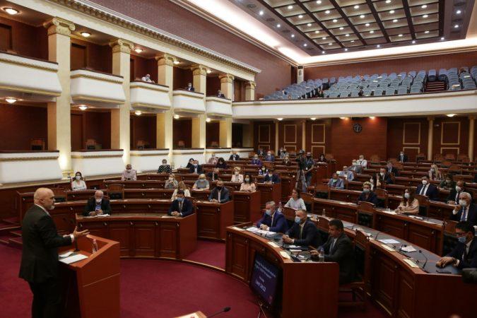 Seanca e fundit në Kuvend, nis votimi i ndryshimeve kushtetuese