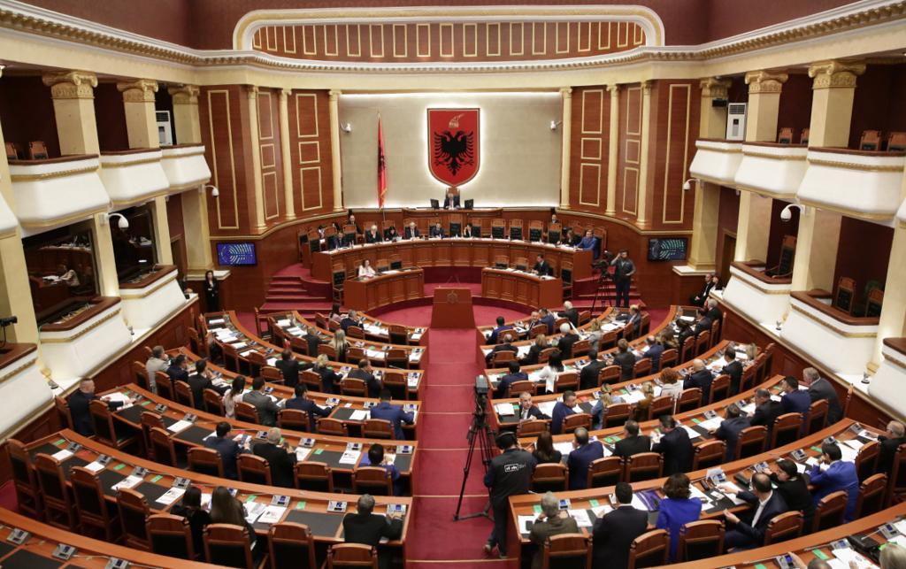"""Votohet raporti, Parlamenti """"fal"""" Metën"""
