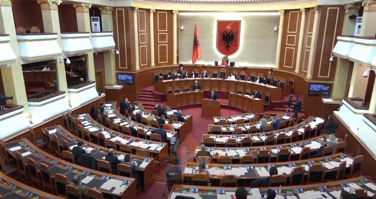Nesër miratohen nenet e reja të Kushtetutës që ndalojnë koalicionet, pragu do ulet nga 5 % në 3 %