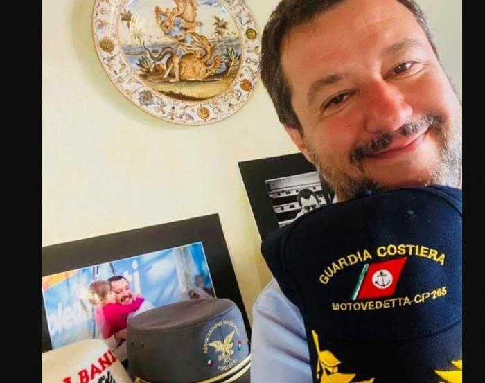Matteo Salvini publikoi foton nga shtëpia, detaji shqiptar që mori të gjithë vëmendjen