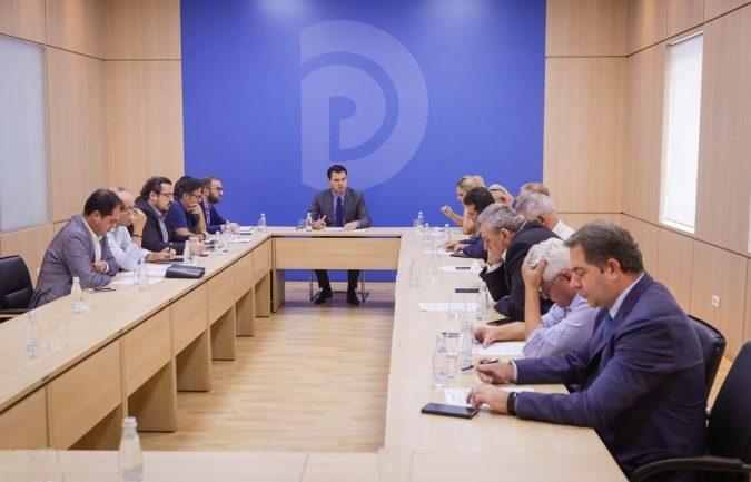 """Miratimi i marrëveshjes së """"5 qershorit"""", reagon opozita e bashkuar"""