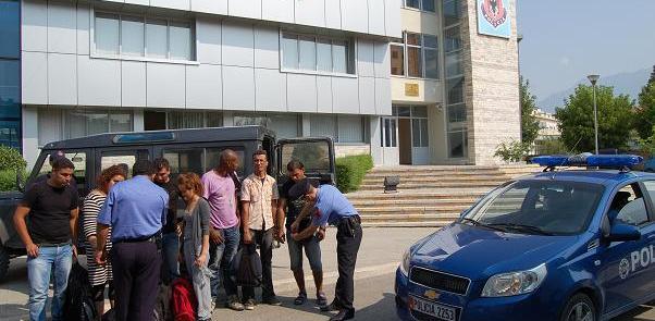 Merrte 500 euro për çdo emigrant që trafikonte, policia arreston në flagrancë 21-vjeçarin