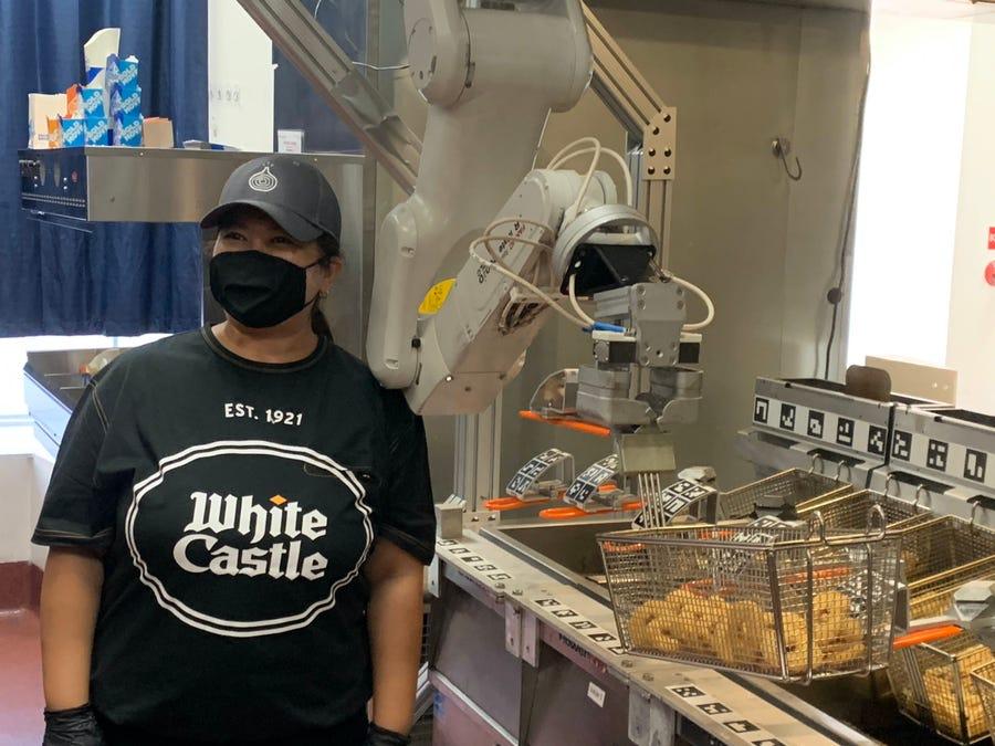 """""""Kuzhinieri"""" i së ardhmes është një robot, nis testimi në restorante"""