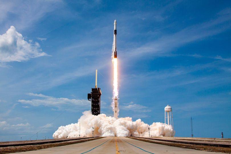 """Vijon spektakli, """"Space X"""" do të lëshojë 60 satelitë të tjerë"""