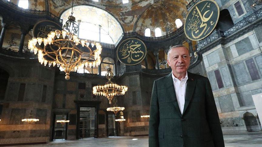 Sfidon Erdogan, presideni turk viziton Shën Sofinë
