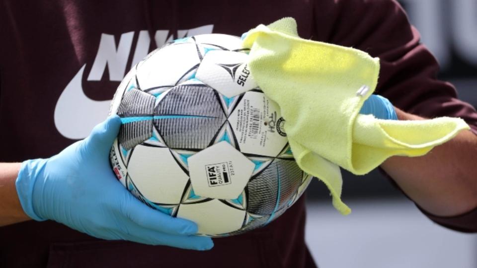 Futboll me persona të infektuar, hetohet çmenduria e spanjollëve