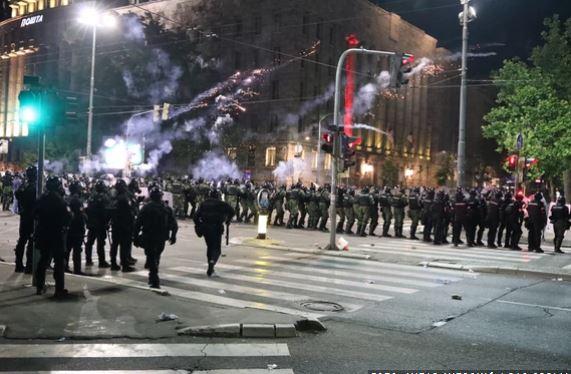 Ushtria serbe del kundër urdhrit të Vuçiç, refuzon të ndalojë protestat në Beograd