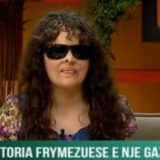 Ka humbur shikimin që në fëmijëri, historia frymëzuese e gazetares shqiptare