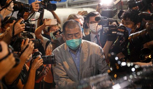 Pas lirimit biznesmeni i fuqishëm në Hong Kong thirrje gazetarëve: Le të luftojmë!