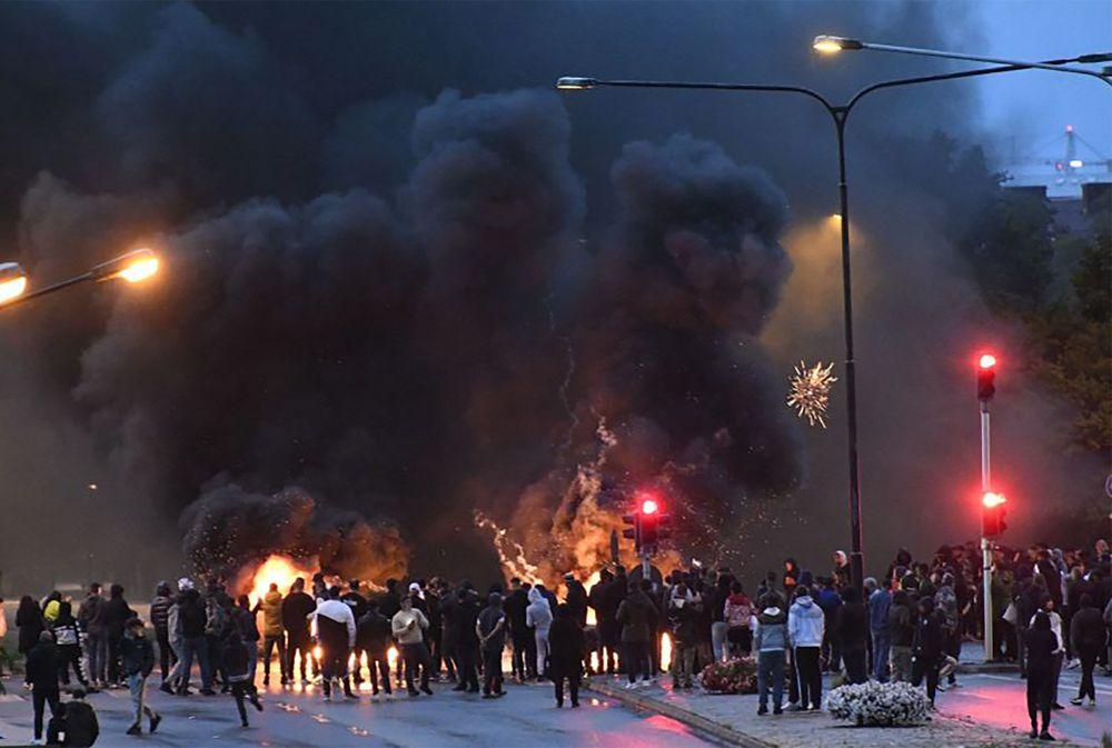 Djegia e Kuranit nga aktivistët e ekstremit të djathë, shpërthejnë trazirat në Suedi