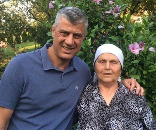 """""""Mbi supet e saj rëndojnë 8 dekada dhe 3 vite jo të lehta"""", Thaçi dedikim të ndjerë nënës"""