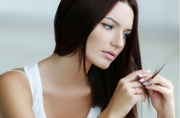 Rregullat që duhet të ndiqni për t'i mbajtur flokët më të pastër dhe më me volum