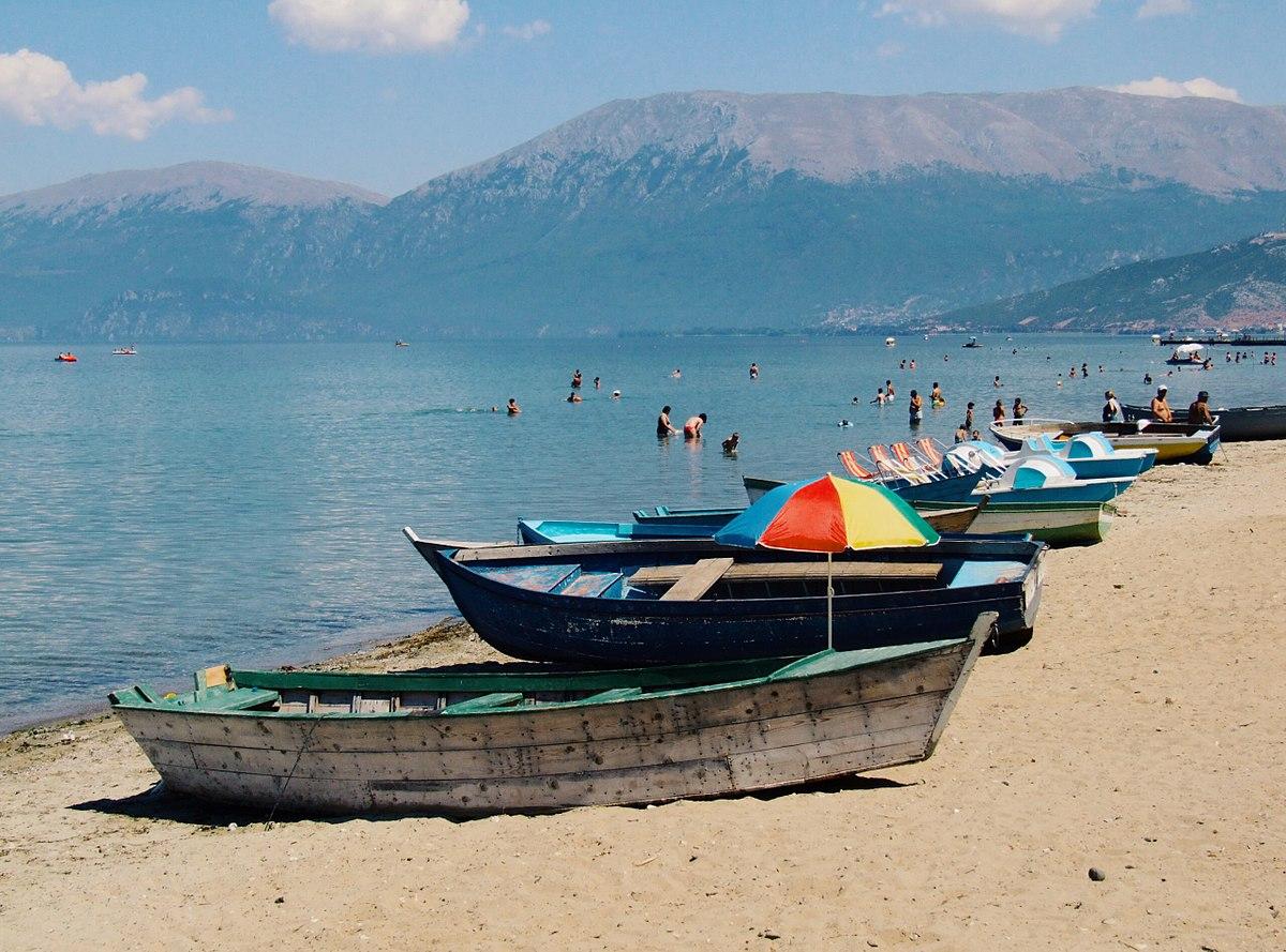 Zaptuan plazhin përgjatë liqenit të Pogradecit, nisin hetimet për katër biznesmenët