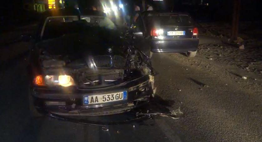 Përplasen dy makina në Shëngjin, plagoset një person