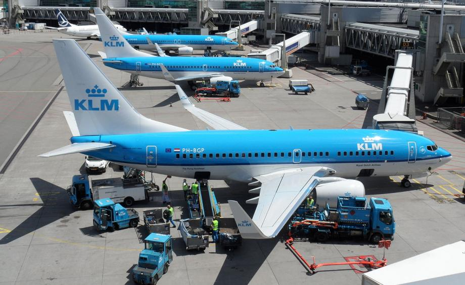 Nuk pranuan të vendosin maskën në avion, arrestohen 2 persona pas ndalimit
