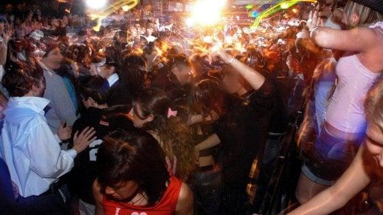 Shtimi i rasteve, qeveria italiane vendos mbylljen e klubeve të natës
