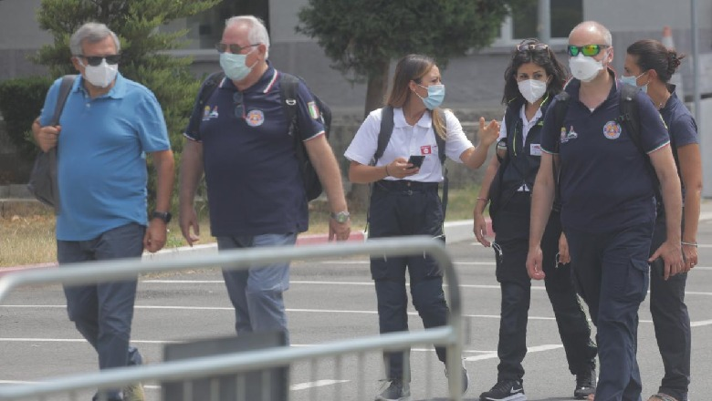 Erdhën nga Italia në ndihmë të Shqipërisë, mjekët nisin punë në Spitalin Infektiv