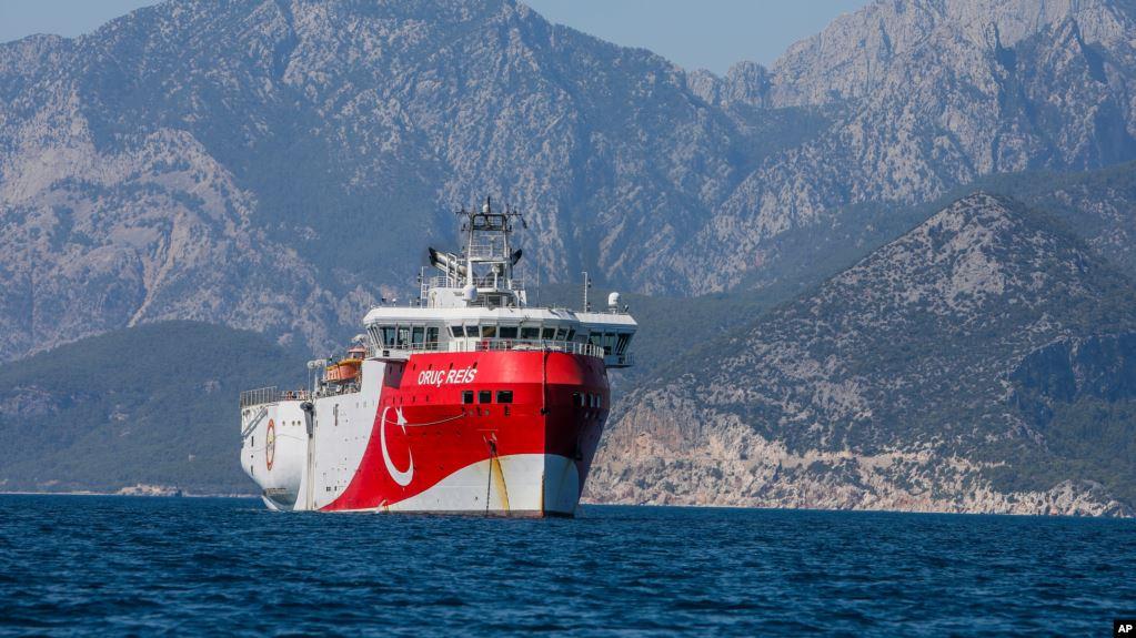 Turqia dërgon anije eksplorimi në një zonë të debatueshme me Greqinë
