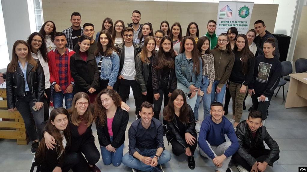 Raporti: Pandemia në Shqipëri varfëroi të rinjtë, mes tyre mbizotëron papunësia