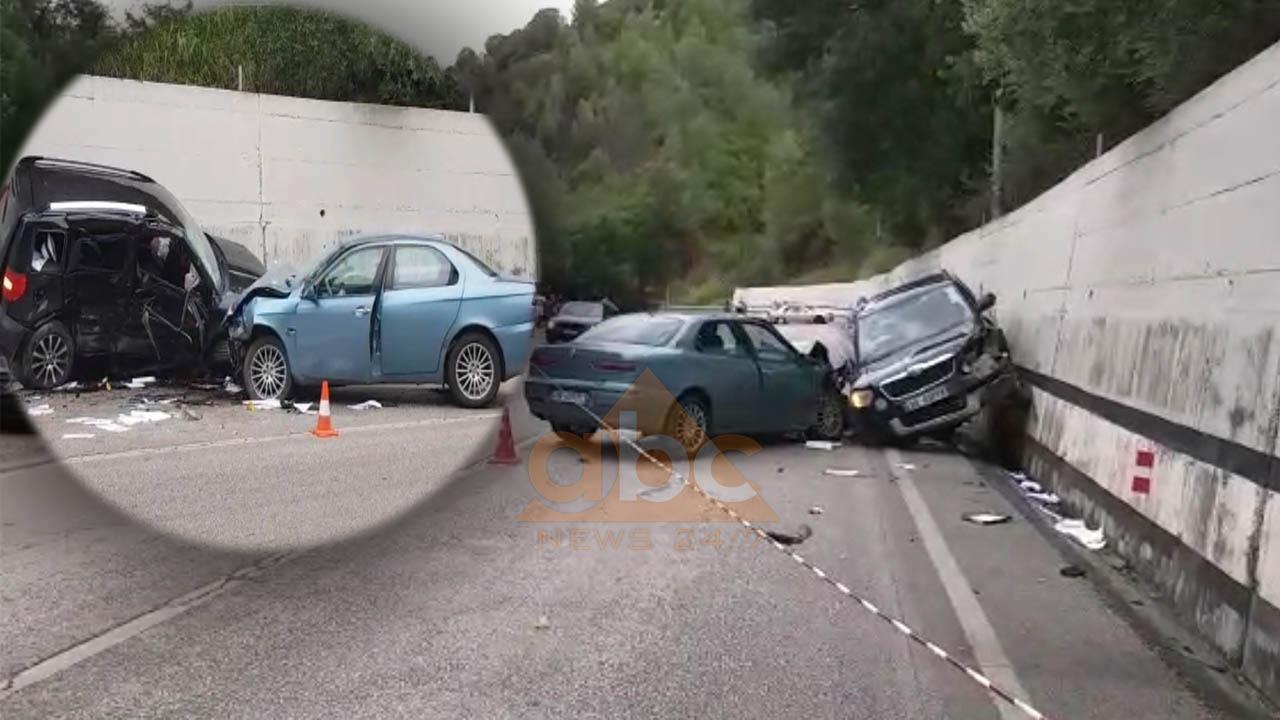 Aksident në Elbasan/ Përplasen 3 automjete, ndërron jetë një 43-vjeçare