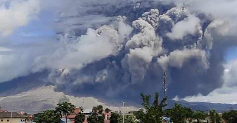 """Vullkani në Indonezi """"rizgjohet"""" pas katër shekujsh, zhyt vendin në errësirë"""