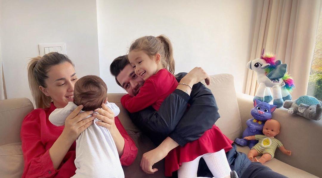 """""""Esenca e jetës"""", Alban Skënderaj ndan foton e ëmbël familjare"""