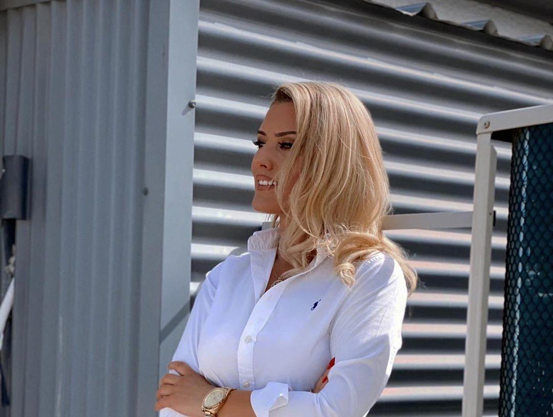 U infektua me Covid-19, këngëtarja shqiptare apelon qytetarët të respektojnë rregullat