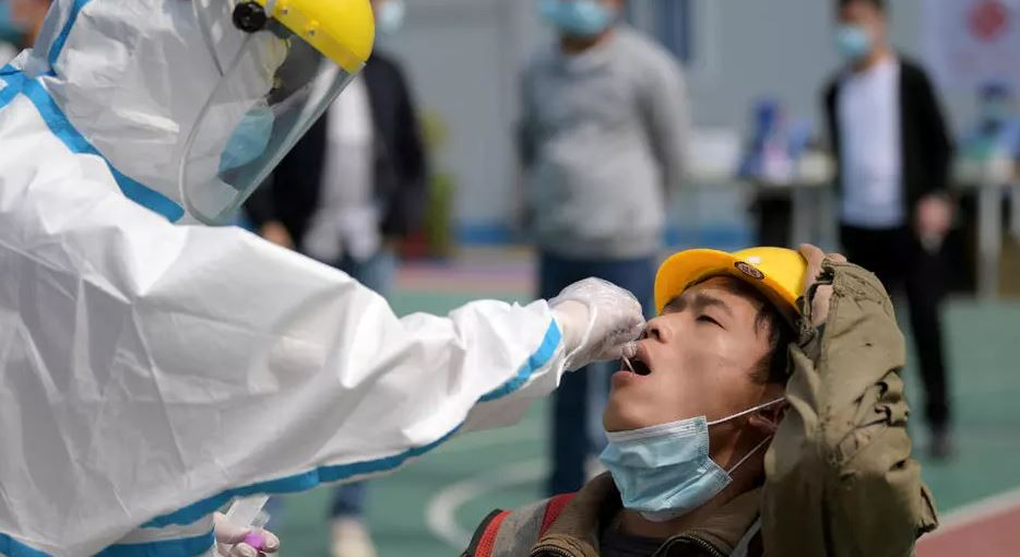 Kina rrit kapacitetin, kryen 4.8 milionë teste në ditë