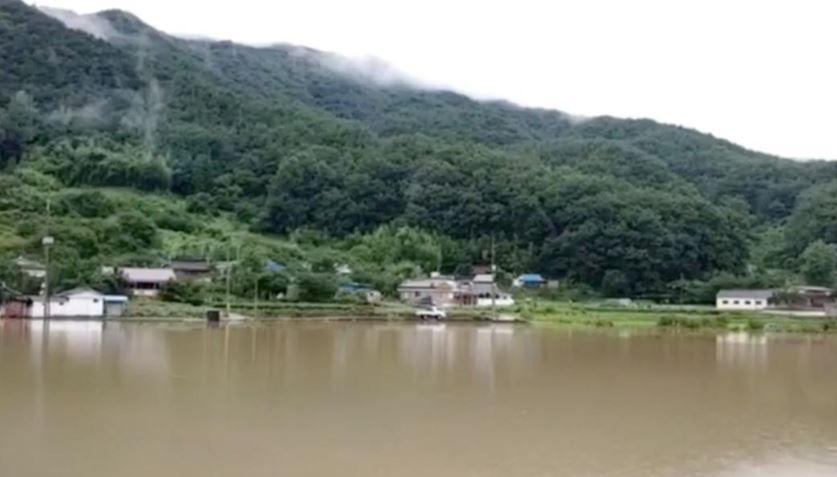 26  persona kanë humbur jetën nga përmbytjet në Korenë e Jugut