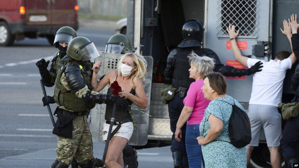 Demonstratat kundër rezultatit të zgjedhjeve, Bjellorusia liron 1 mijë të arrestuar