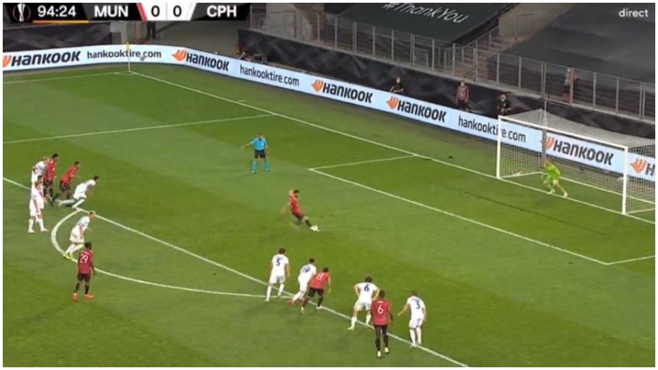 VIDEO/ Një penallti e nderon, Manchester United zhbllokohet në shtesa
