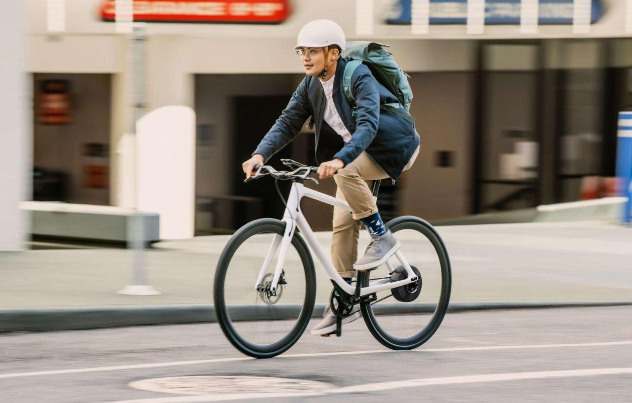 Del në shitje biçikleta me peshën më të lehtë, por çmimi jashtëzakonisht i lartë