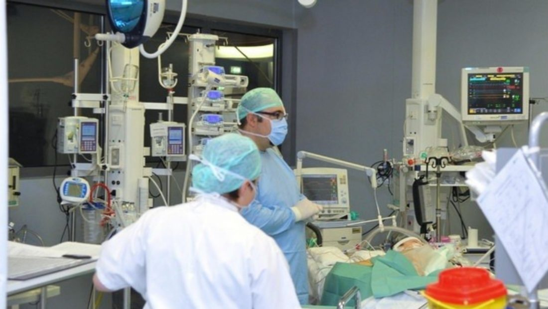 Situatë e rënduar në spitale, Shqipëria merr 30 respiratorë borxh nga Danimarka