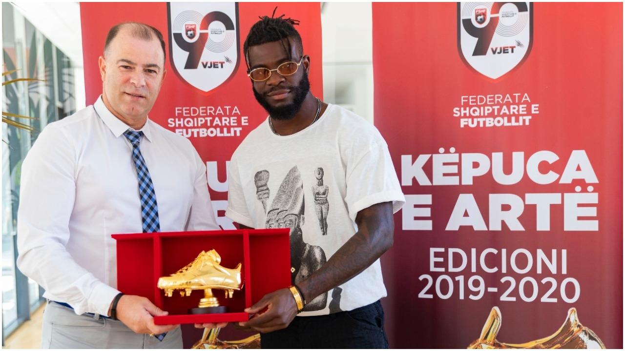 """Fitoi """"Këpucën e Artë"""", Nwabueze ia dedikon vëllait që ndërroi jetë"""