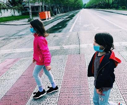 """Këngëtarja shqiptare """"braktis"""" muzikën, arsyeja e vërtetë lidhet me fëmijët"""