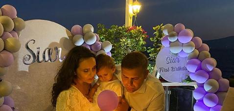 FOTO/ Vajza mbush 1 vjeçe, ish-deputeti i organizon festën speciale