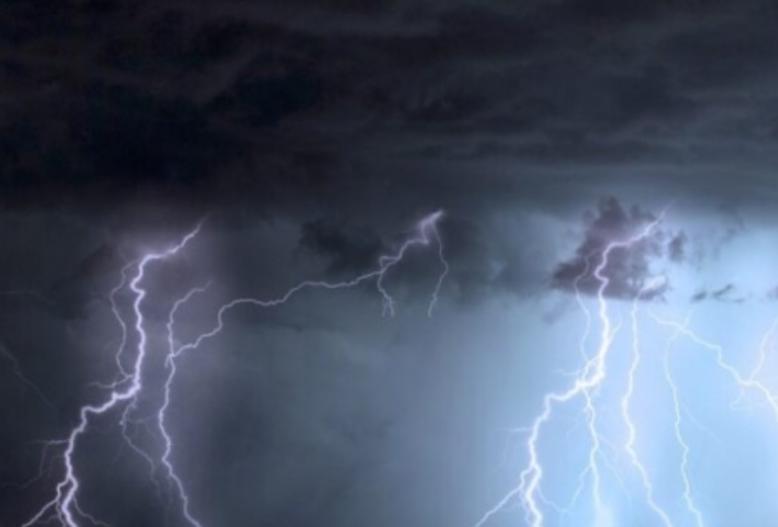 Shkencëtarët: Si po ndikon ndryshimi klimaterik në rritjen e stuhive dhe rrufeve