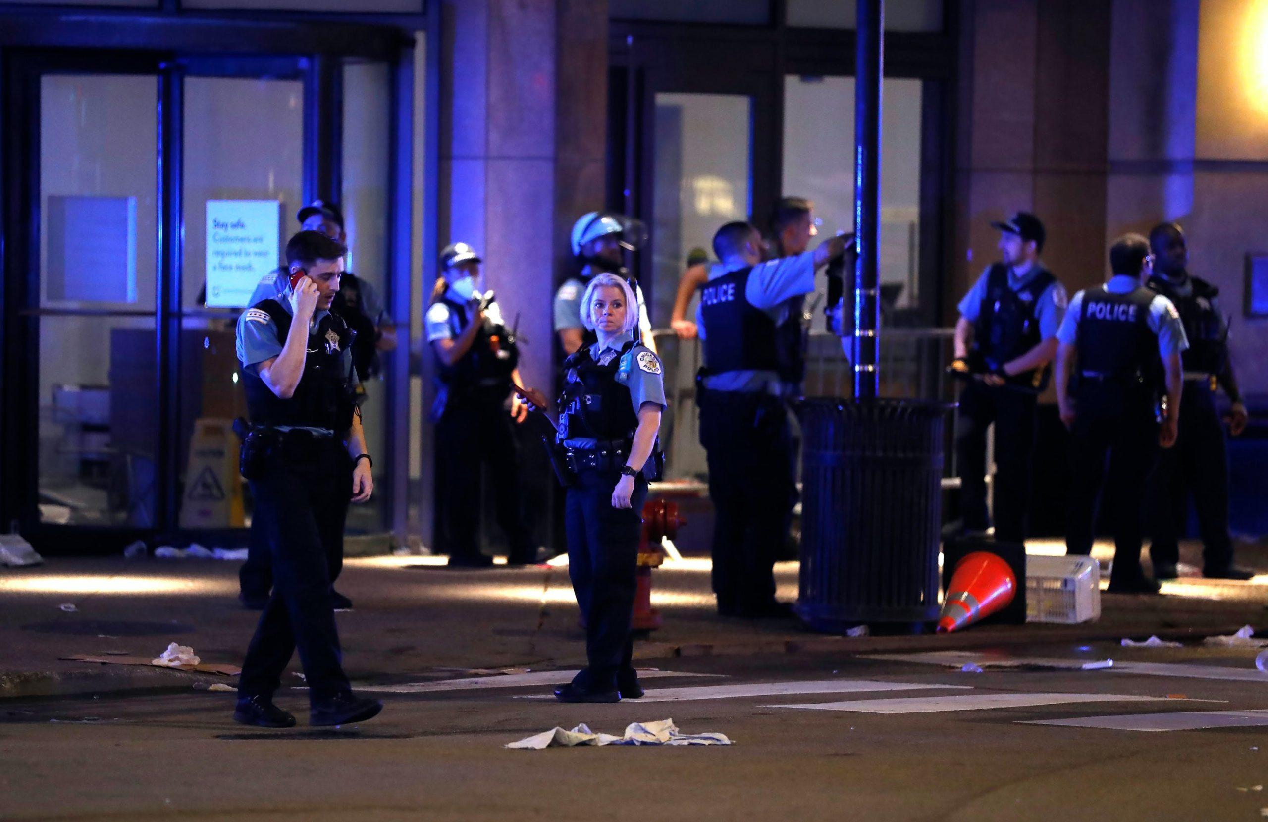 Grabitje dhe të shtëna me armë, policia arreston mbi 100 persona në Çikago