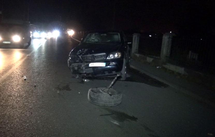 Përplasen makinat në Rinas, dy të plagosur