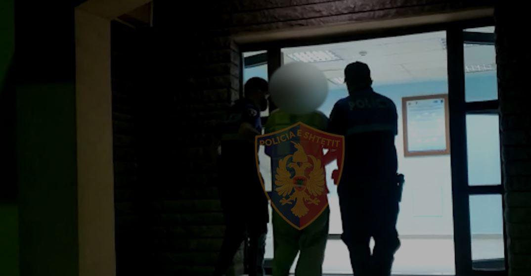 Mori armën në shtëpi dhe po priste objektivin, policia arreston të riun në Koplik