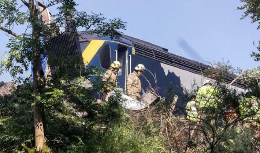 Treni del nga shinat në Skoci, humbin jetën disa persona