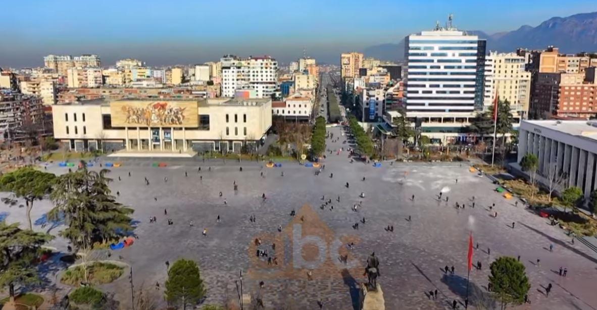 """Shqiptarët """"shfrytezojnë"""" hapjen e kufijve për t'u larguar nga vendi, rriten azilkërkuesit në qershor"""