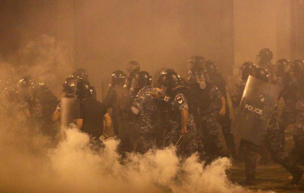 Protesta të dhunshme në Beirut, dy ministra japin dorëheqjen