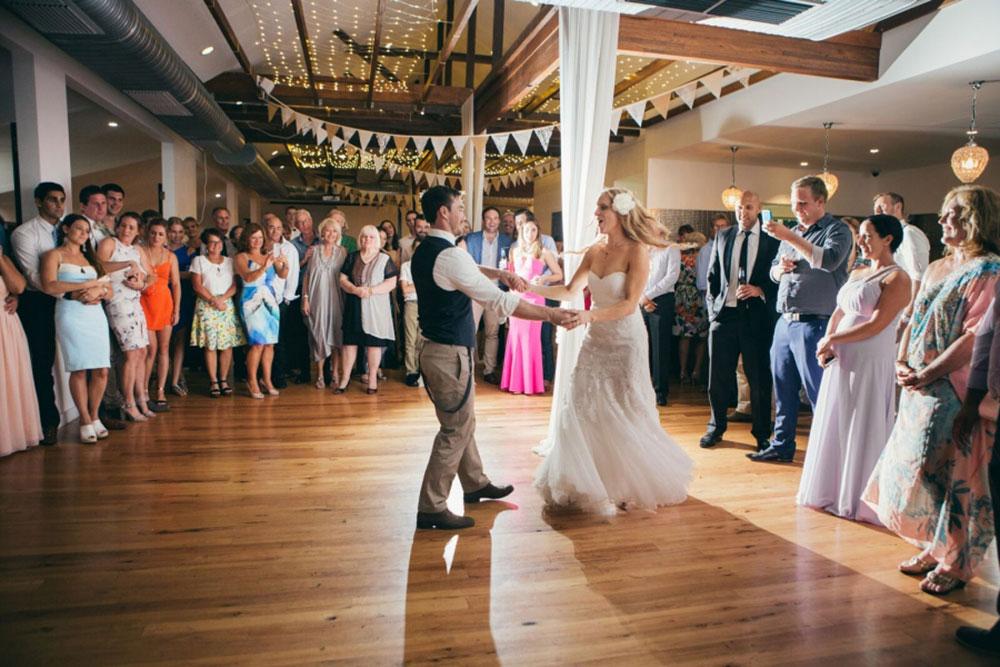 Ministria e Shëndetësisë apel: Mos shkoni në dasma apo ceremoni mortore, rrezikoni shëndetin