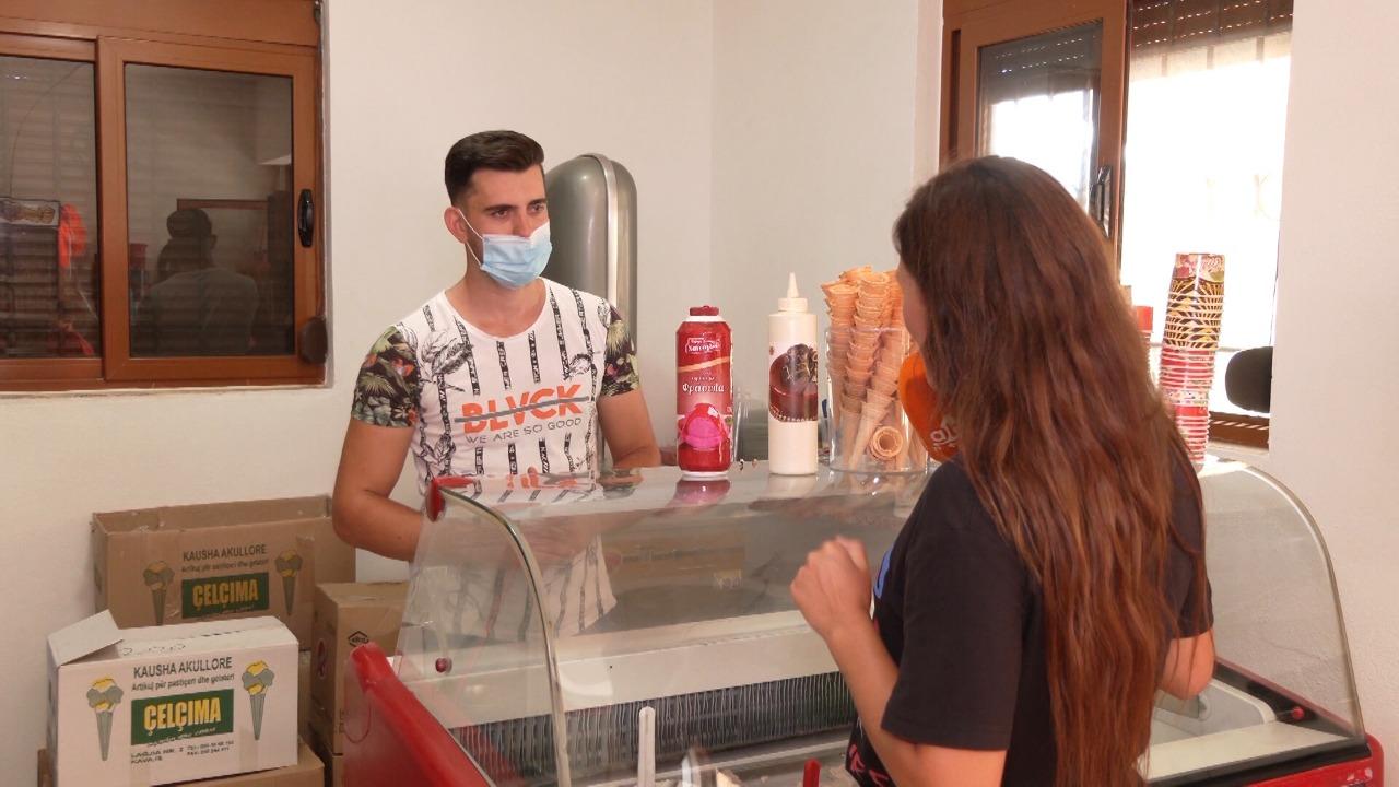 Njihuni me familjen që prodhon akullore dhe bulmet në Bizë, janë kthyer në magnet për turistët