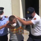 """I preu kokën nënës, gjykata e Pogradecit cakton """"arrest në burg"""" për Olsi Çekiçin"""
