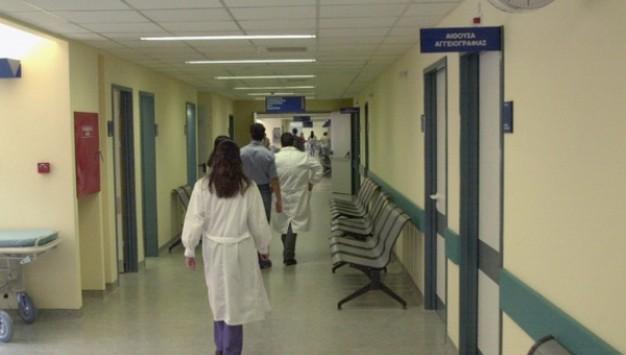"""""""Për pak më preu damarin e qafës"""": Flet infermierja e sulmuar nga pacienti shqiptar në Greqi"""
