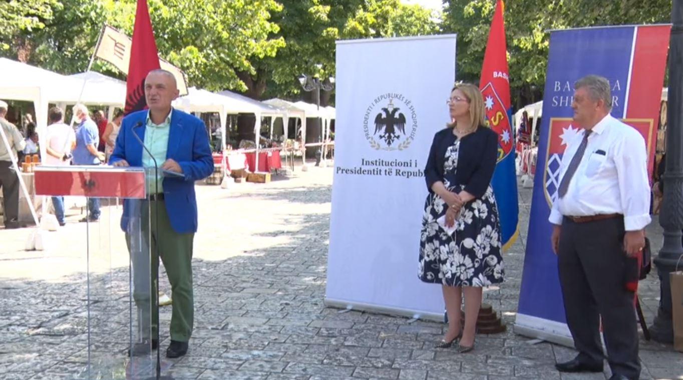 Çelet panairi i Artizanatit në Shkodër, Meta vlerëson Zef Gjinin