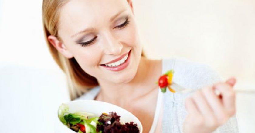 Ushqimet që do t'ju ndihmojnë të dukeni më të rinj